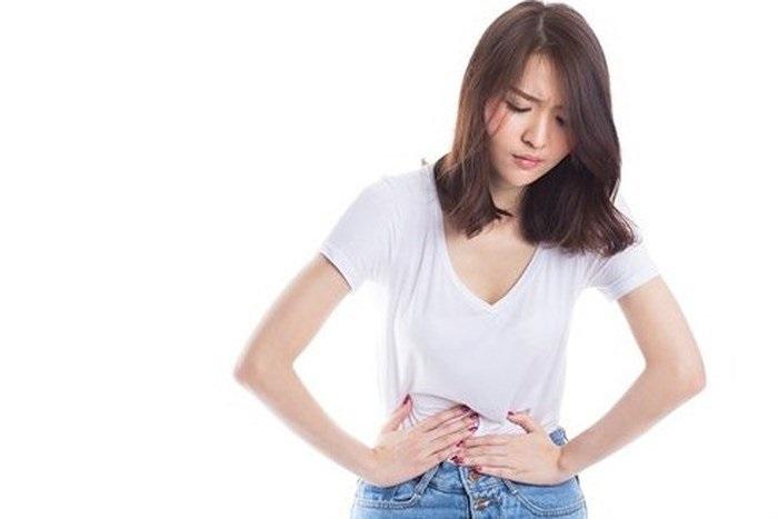 Đau bụng - một trong những tác dụng phụ sau thắt ống dẫn trứng