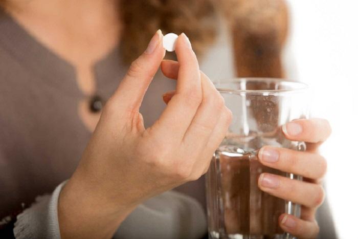 Uống thuốc tân dược trì hoãn kinh nguyệt