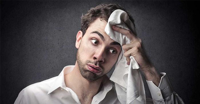Khi căng thẳng, áp lực, cơ thể tự tiết ra mồ hôi có thể thường thấy ở nhiều bộ phận khác nhau