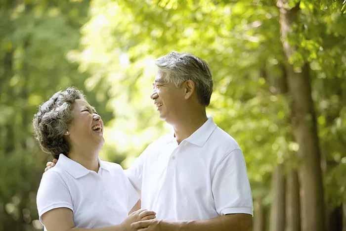 Càng lớn tuổi phụ nữ càng mong muốn có một cuộc sống ổn định và vui vẻ