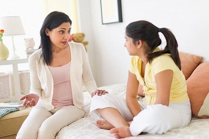 Tuổi dậy thì khiến bé gái có nhiều thay đổi về ngoại hình và tâm lý cần có sự hỗ trợ từ bậc cha mẹ