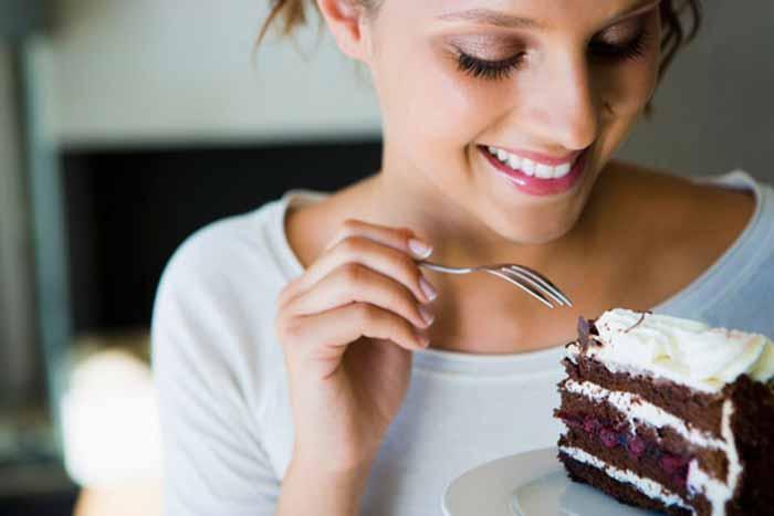 Phụ nữ thường sẽ thèm ăn khi tới tháng hoặc vào thời kỳ rụng trứng