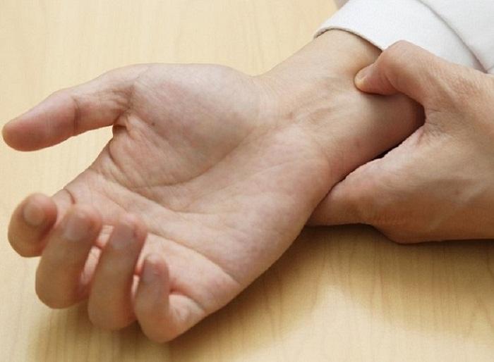 Bấm huyệt cổ tay có tác dụng điều trị xuất tinh sớm hiệu quả